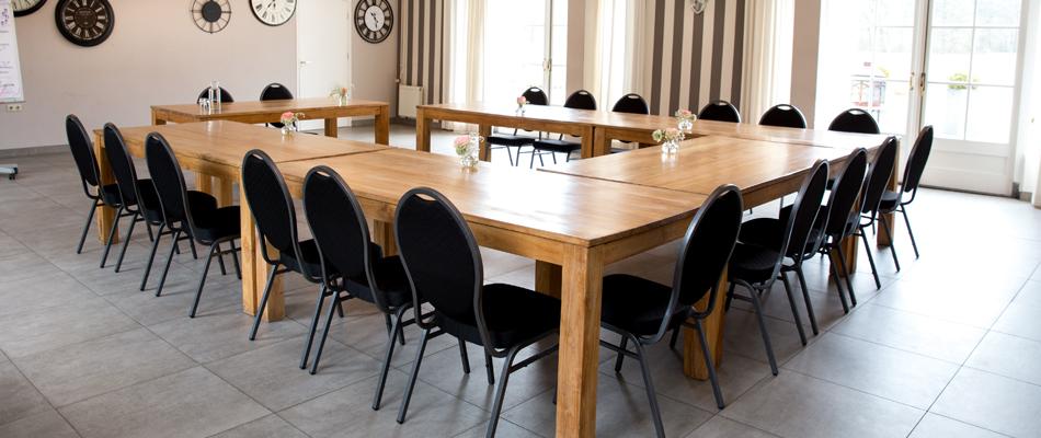 Vergaderen bij Kasteel Hoekelum